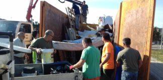 Caçadors de Cassà recull 25 m3 de residus abocats als boscos de les Gavarres
